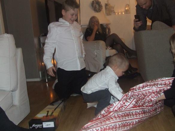 julegavekaos= lykkelige barn = lykkelige voksne.